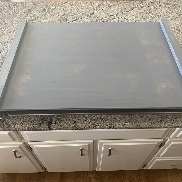 Placing a noodle board on countertop
